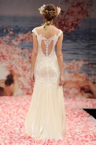 Portrait Back Wedding Dresses Gowns