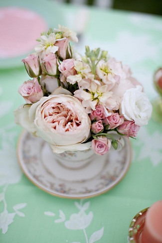 Vintage Wedding Décor Idea - Mint Green and Peach Wedding Table Flowers in Tea Cup
