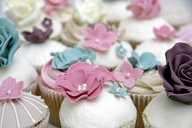 Lacy Flower Cupcakes   Barney's Bakery