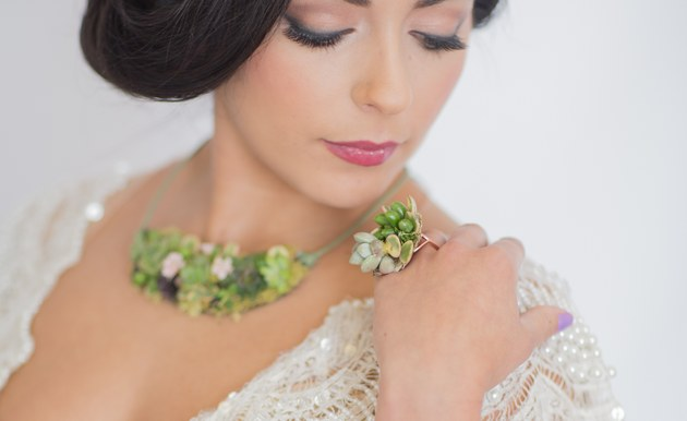 Succulent Ring and Neckpiece :: Styled by Three Sisters Custom Events :: Retrospect Images :: See more on ConfettiDaydreams.com