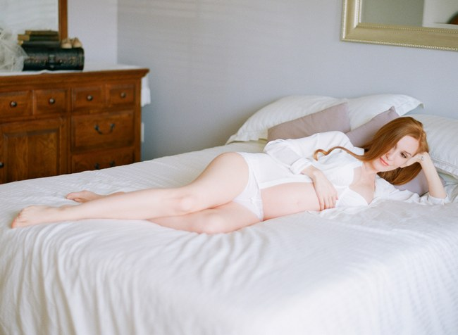 Delicately Intimate Boudoir Maternity Shoot by Michael and Carina Photography  (7)