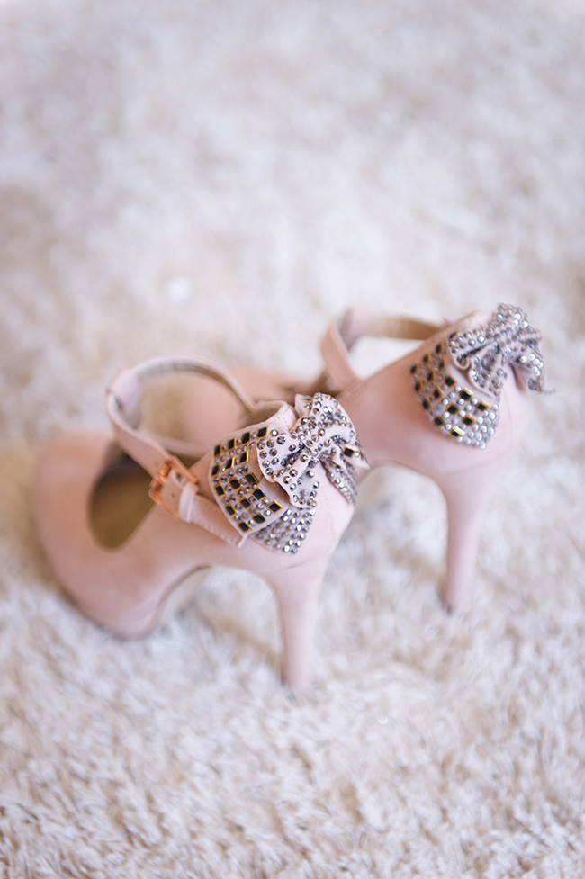 Blush Pink Wedding Shoes with Sparkle Bow Detail // Vintage Elegance Neutral South African Wedding //Lauren Kriedemann photography // via www.ConfettiDaydreams.com //