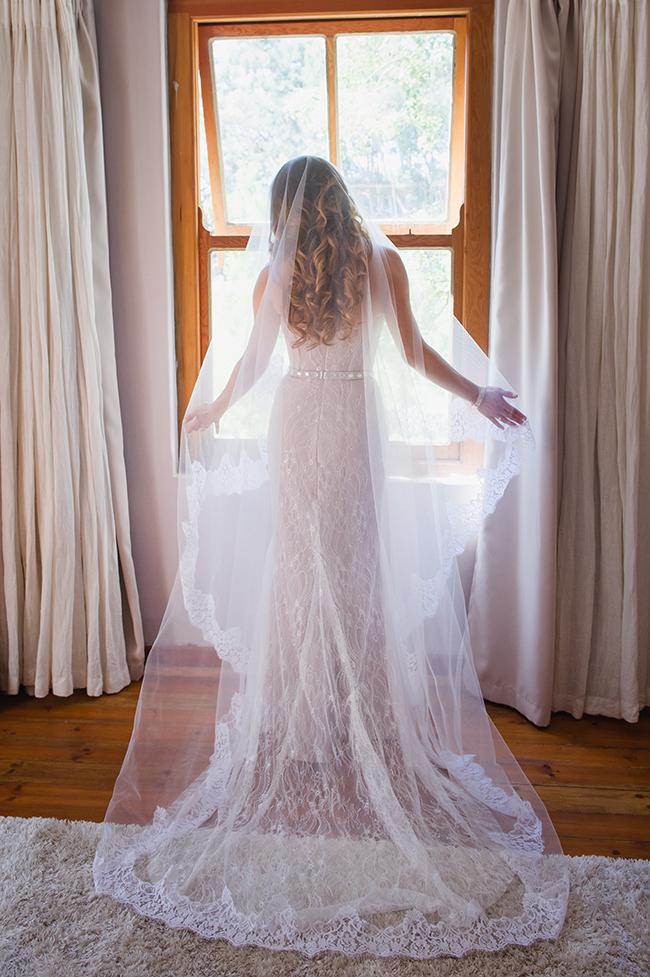 Bridal Portrait in Dreamy light // Vintage Elegance Neutral South African Wedding //Lauren Kriedemann photography // via www.ConfettiDaydreams.com //
