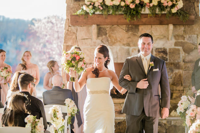 Wedding Ceremony // Rustic Country Wedding in Blush Navy // Meet The Burks Photography
