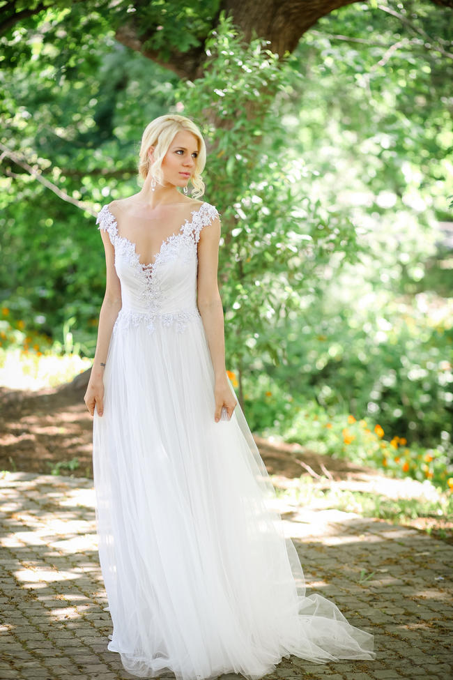 Backless lace Robyn Roberts wedding dress // Nikki Meyer photography