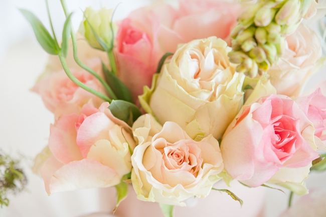 Pretty blush, Cream and Gold Roses and Wedding Flowers for table decor. Pics by St Photography