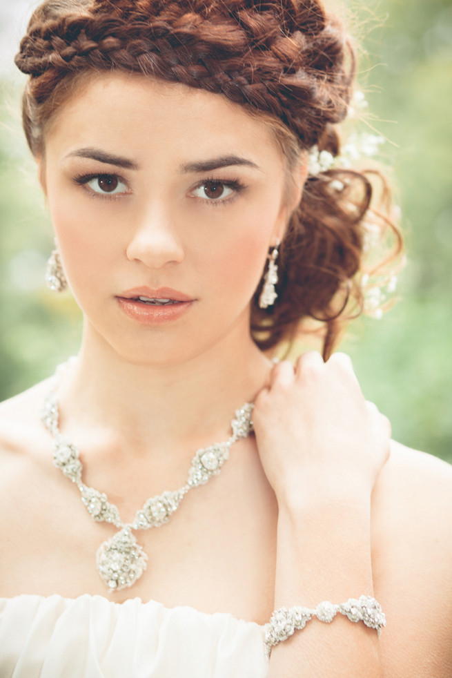 Pearl and lace necklace, earrings // Luxe Handcrafted Heirloom Wedding Jewelry by Edera Jewelry // La Candella Weddings Photography