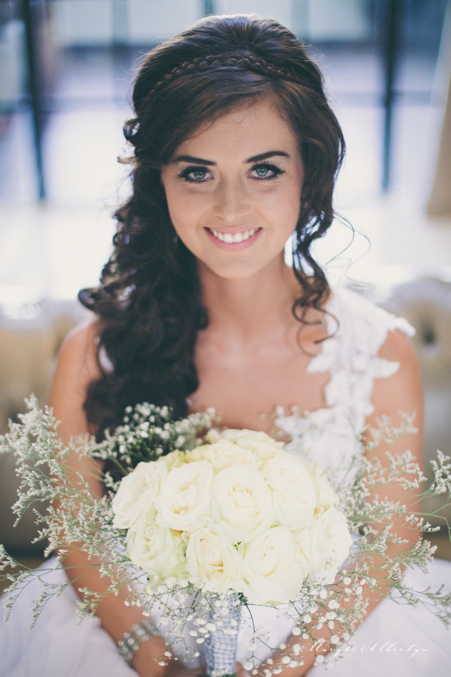 Amazing wedding hair style with long loose curls and a wrap around braid detail and sprigs of babys breath plus the perfect rose and babys breath bouquet. So pretty!