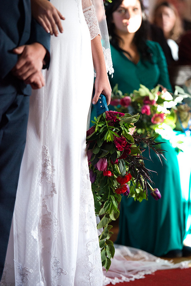 Woodlands Winter Wedding in deep blue, burgundy and emerald green // Knit Together Photography