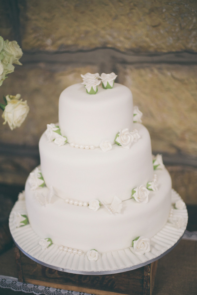 wedding cake white 25 amazing all white wedding cakes 26812