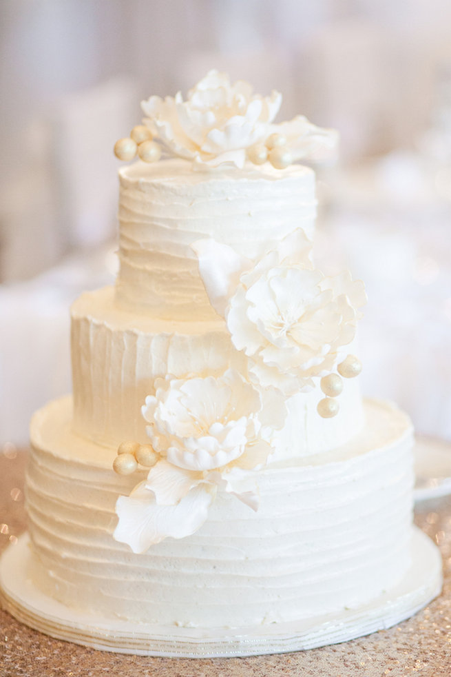 pictures of white wedding cakes 25 amazing all white wedding cakes 18487