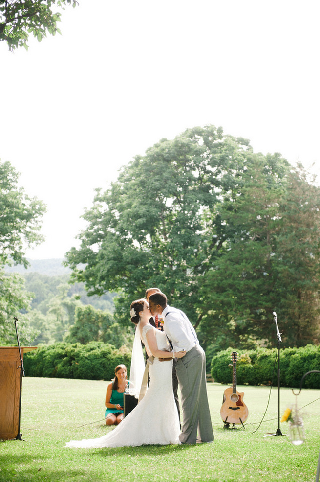 First kiss.  Coral Navy Mustard Wedding / Meredith McKee Photography