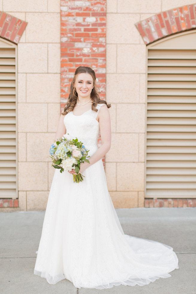 Spring wedding look. Modern Urban Wedding at Old Cigar Warehouse / Ryan and Alyssa Photography