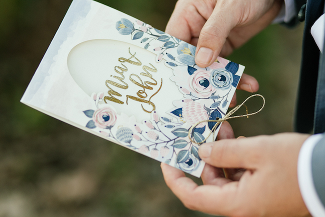 giant-floral-wedding-ceremony-wreath-19