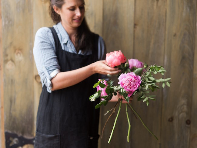 Step by step instructions with pictures: how to create a romantic, hand tied garden wedding bouquet.