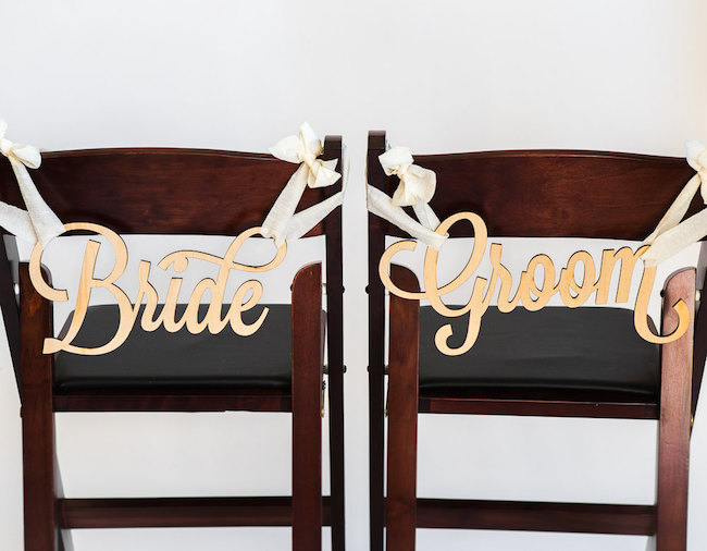 Bride and Groom signs! See 20 more cute and creative ideas here: https://www.confettidaydreams.com/mr-and-mrs-signs/