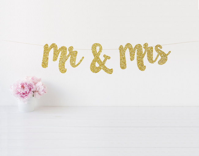 Gold glitter Mr and Mrs Signs See 20 more cute and creative ideas here: https://www.confettidaydreams.com/mr-and-mrs-signs/