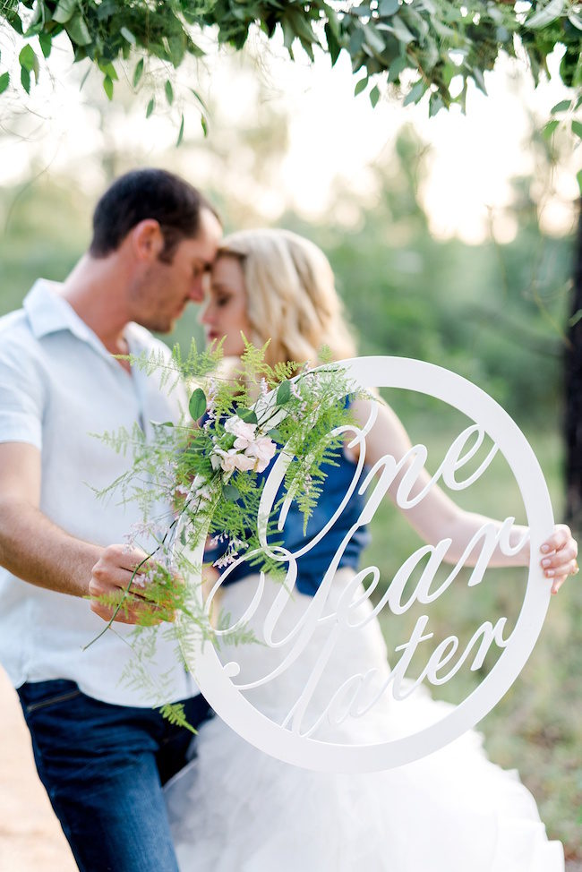 It's one year later and their first wedding anniversary photoshoot is perfect! Photos: D'amor Photography