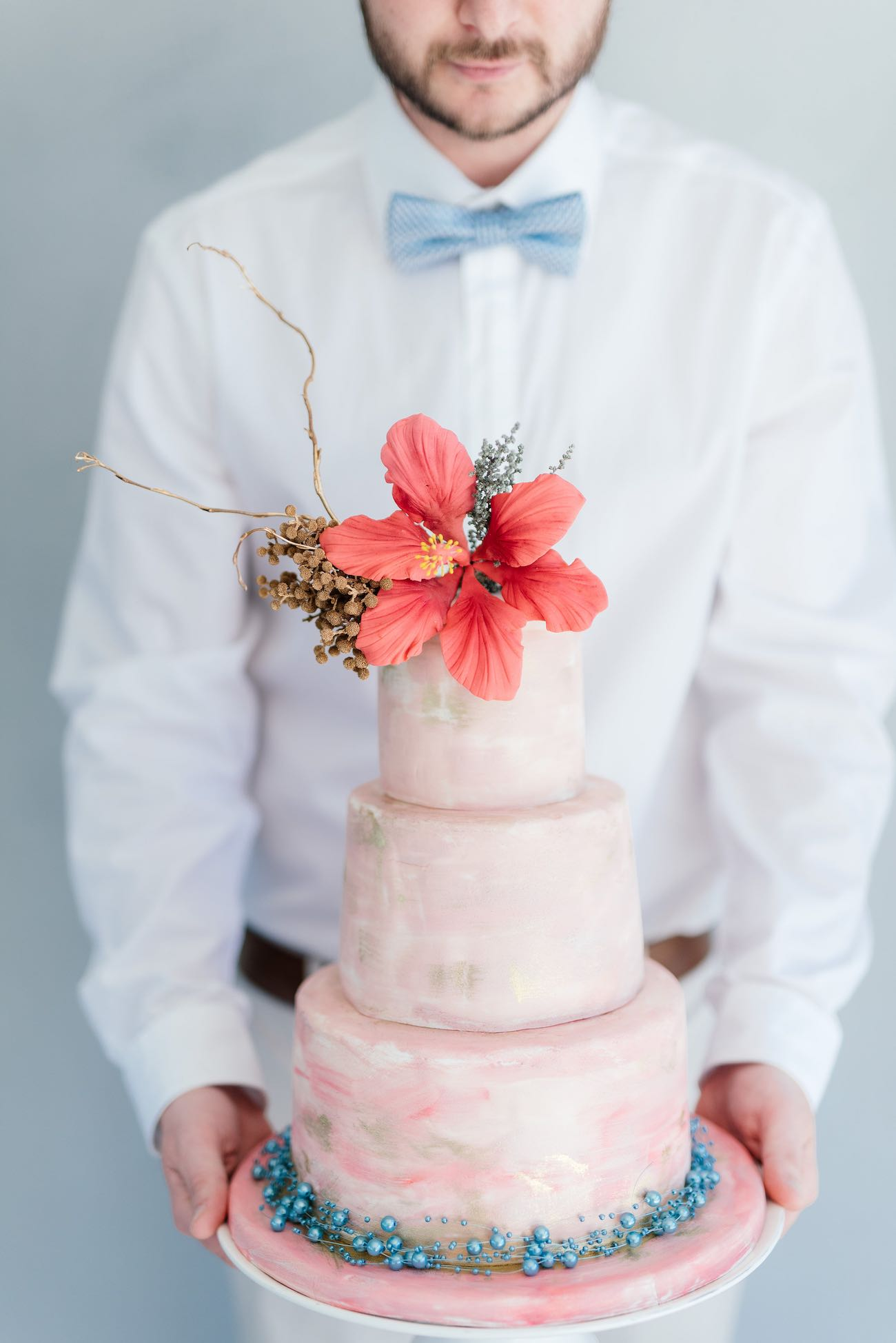 Tropical wedding cake. Click for the most absolutely gorgeous Tropical Wedding ideas ever!