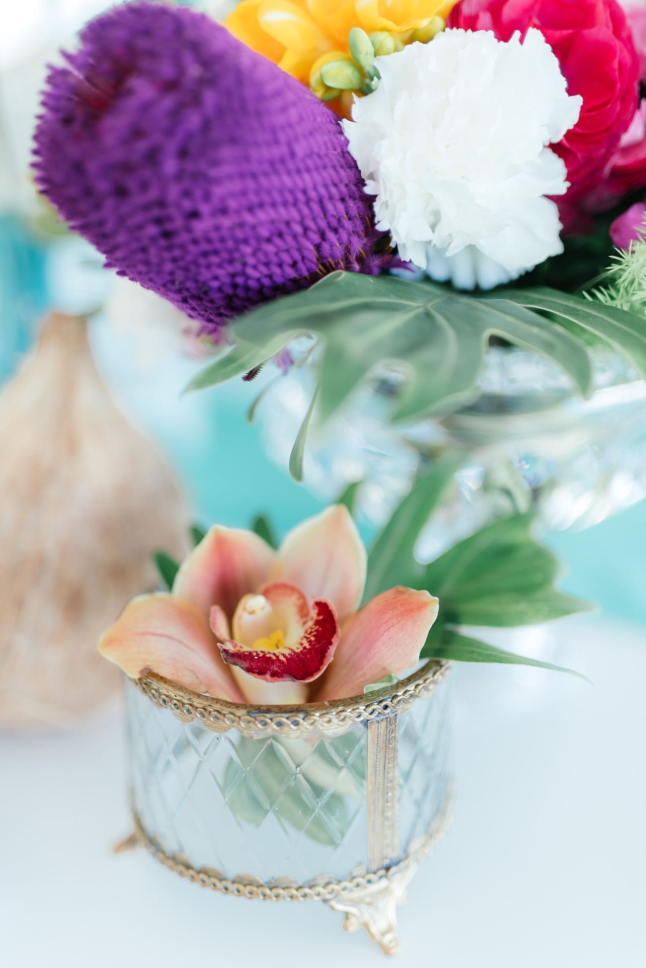 Tropical wedding flowers. Click for the most absolutely gorgeous Tropical Wedding ideas ever!