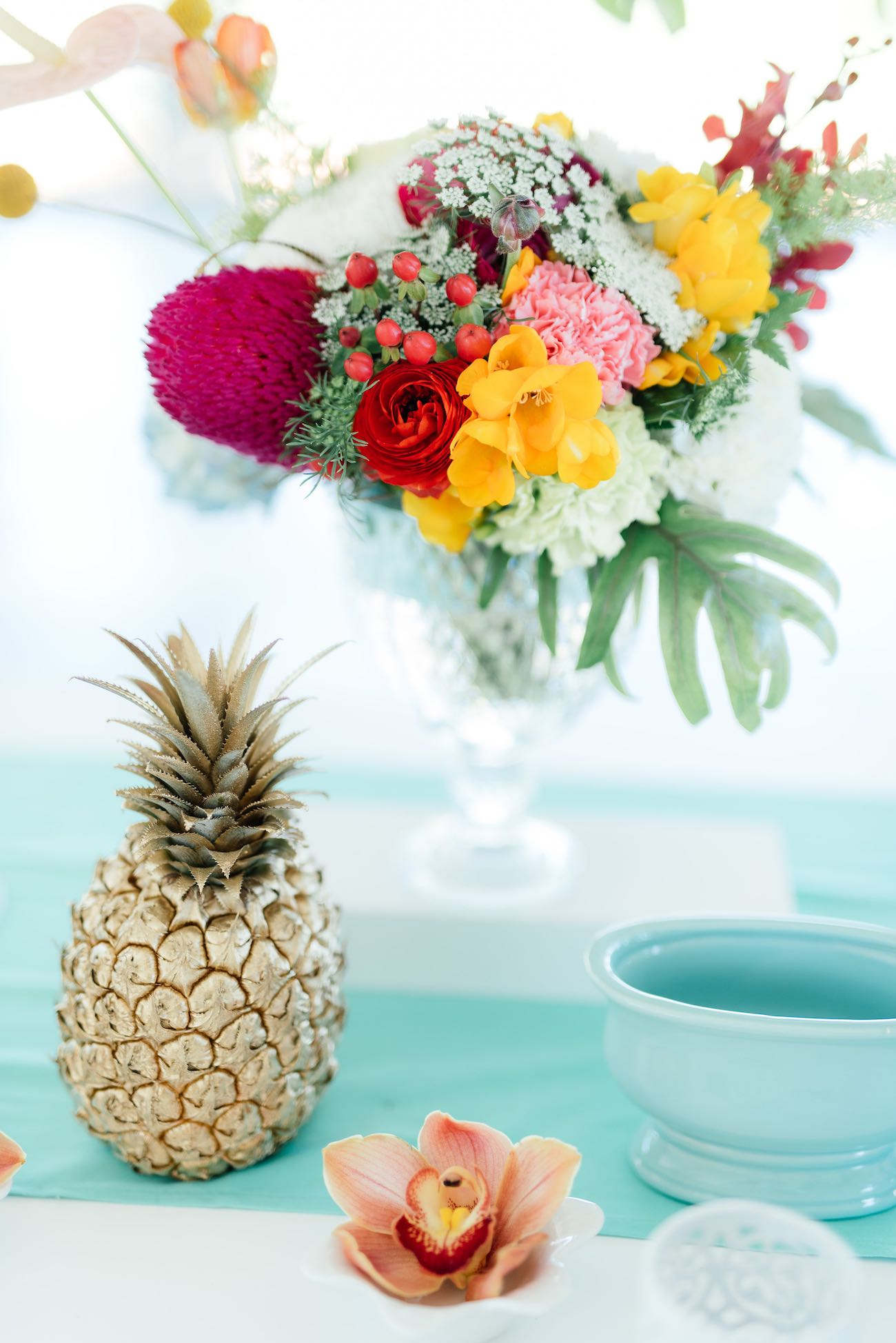 Pineapple tropical wedding decor. Click for the most absolutely gorgeous Tropical Wedding ideas ever!